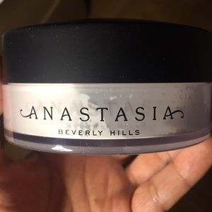 Anastasia Beverly Hills loose translucent powder